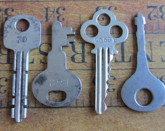 Vintage old keys- Steampunk - Altered art f8