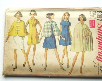 1960s Dress and Cape Pattern: Reversible Cape in 2 Styles, Simplicity 8097