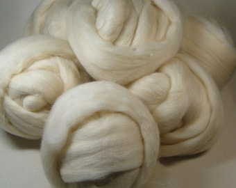 Natural Cream Corriedale Cross Wool for spinning and felting (4 ounces)