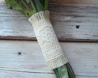 Ivory Burlap wedding bouquet wrap with ivory lace . flower bouquet wrap . rustic wedding bouquet wrap