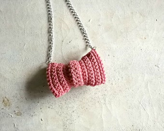 bow tie crochet necklace in  cotton  - Yarn jewelry - crocheted jewerly