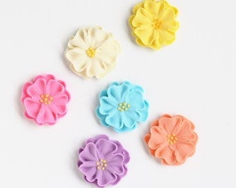 Icing Flower Cupcake Decorations, Large Royal Icing Daisies, Daisy Cake Toppers, Baby Shower (12)