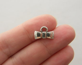 12 Bowtie charms antique silver tone CA131