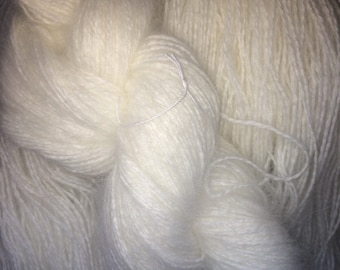 Angora blend base yarn for dyeing