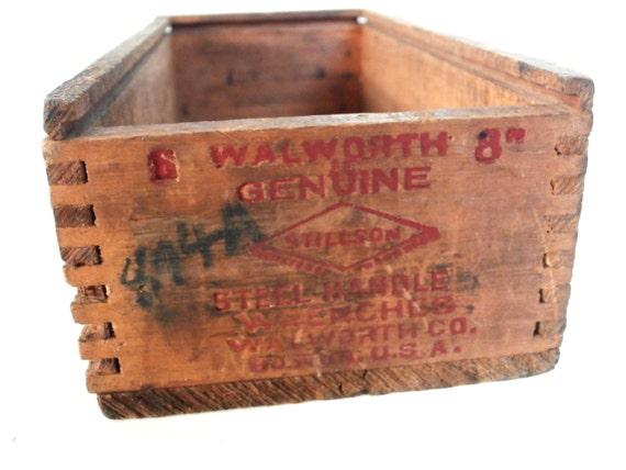 Vintage Holzbox. Rustikale Mini Kiste. von UniquelyYoursbyCil