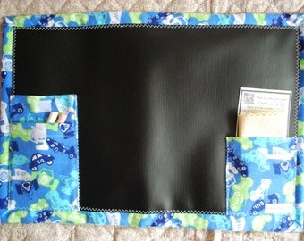 Travel Chalkboard To Go placemat - blue race cars