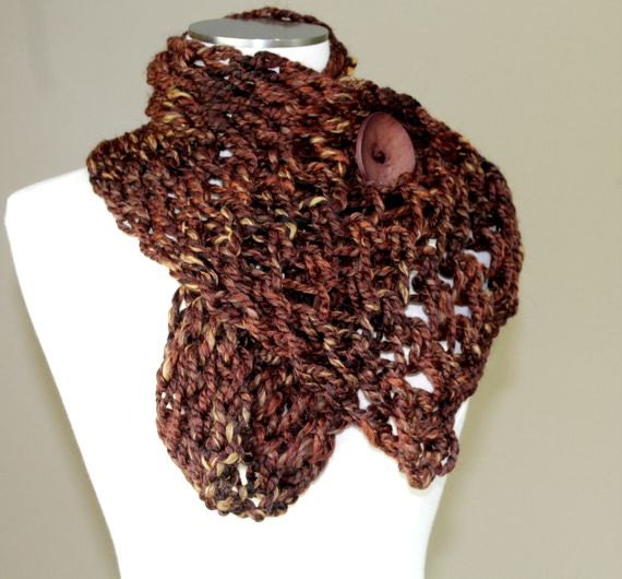 Brown Chunky Knit Button Scarf, Big Knit Brown Scarf,  Brown Knit Button Scarf, Back to School, Hand Knit Button Scarf, Knit Short Scarf