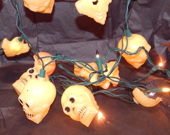 Vintage Plastic Skulls and Ghost String Light Set / Halloween Decor / Lights /Used / Lights Work