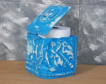 BLUE BOX for your T-paper in old ceiling tin