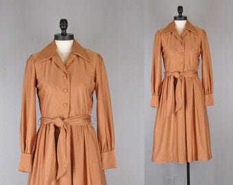 1970s dress / vintage 70s jersey shirtwaist dress with swingy skirt and tie belt /medium