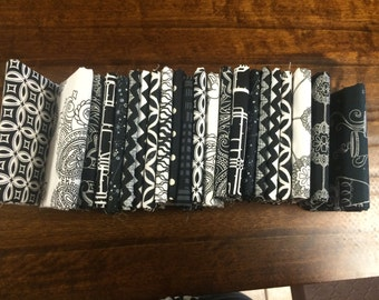Black and White Bundle - 22 Fat Quarters