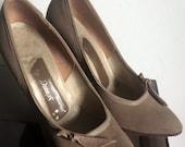 Vintage 1950s Dorras fawn suede leather heels - UK 3 narrow / EU 35/36 - tiny!