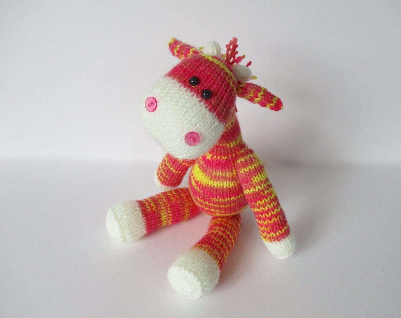 Knitting Pattern Toy Giraffe : Gerald the Giraffe toy knitting pattern