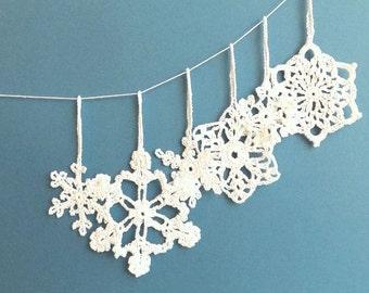 Christmas tree decorations - holiday ornaments - crochet snowflakes ornaments - white snowflakes decor - Christmas tree ornaments - set of 6