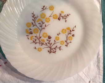Vintage Termocrisa Luncheon Plate Milk Glass Daisy Made in Mexico #3121