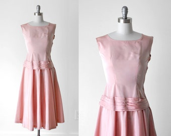 1950's taffeta dress. light pink. drop waist. sleeveless. small. 50's full dress. s.