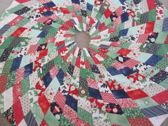 Modern christmas tree skirt quilted by bellazahn