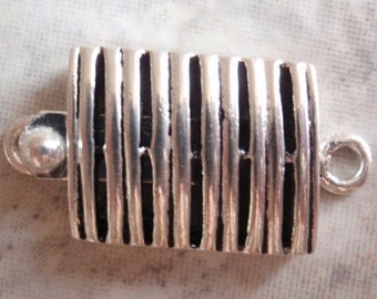 Rectangular Lined Large Silver Tone Box Clasp