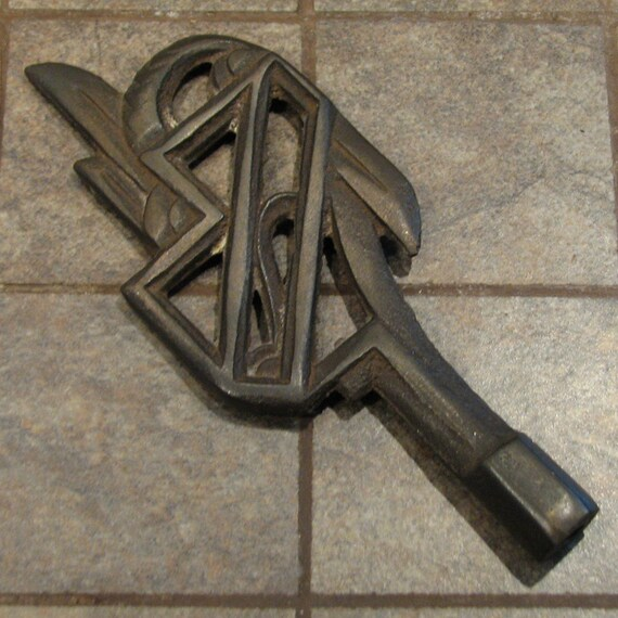 Vintage art deco lamp finial cast metal arts and crafts for Metal arts and crafts