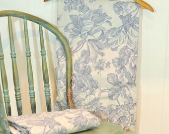 VintageTwin Fitted Sheet Waverly Toile Linens No Iron Bedding Monochromatic Soft Blue Floral & White Romantic