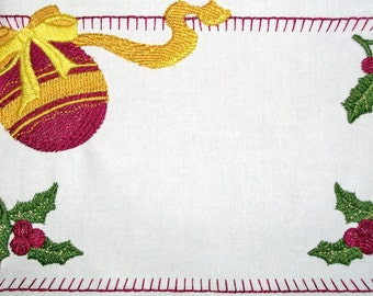 Christmas ornament embroidered quilt label with holly and berries.