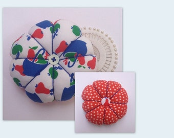 FRUITY Vintage 1970s Apples Pears Fabric Tomato Pincushion & Pins Sewing Gift