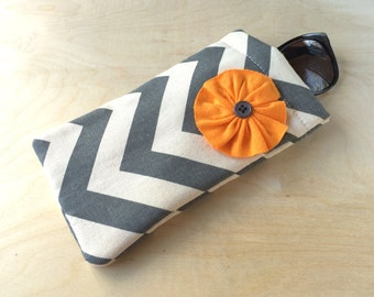 Pinch top fabric sunglasses or eyeglasses case pouch - Grey  Chevron