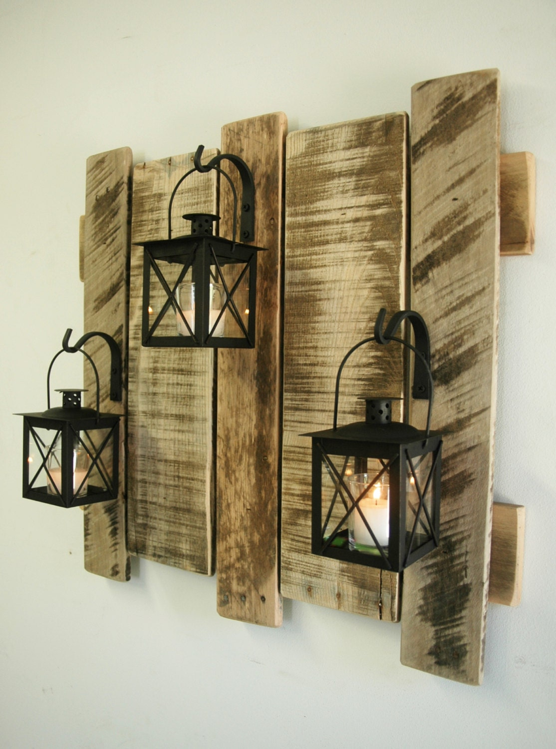 pallet wall decor with lanterns rustic decor shabby chic. Black Bedroom Furniture Sets. Home Design Ideas
