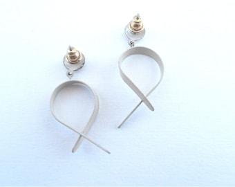 Vintage Vanilla Dangling Earrings Loop Metal Enamel Swinging Paint Retro Dangly Dangle Post Stud Modern Artsy Light Cream Navajo White