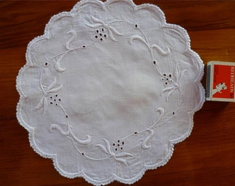 Antique Vintage Whitework Heavily Hand Embroidered White Linen Table Centerpiece