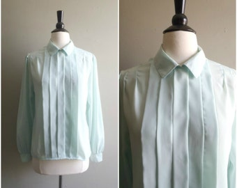 Vintage soft mint green sheer blouse / pleated front / size medium / collared