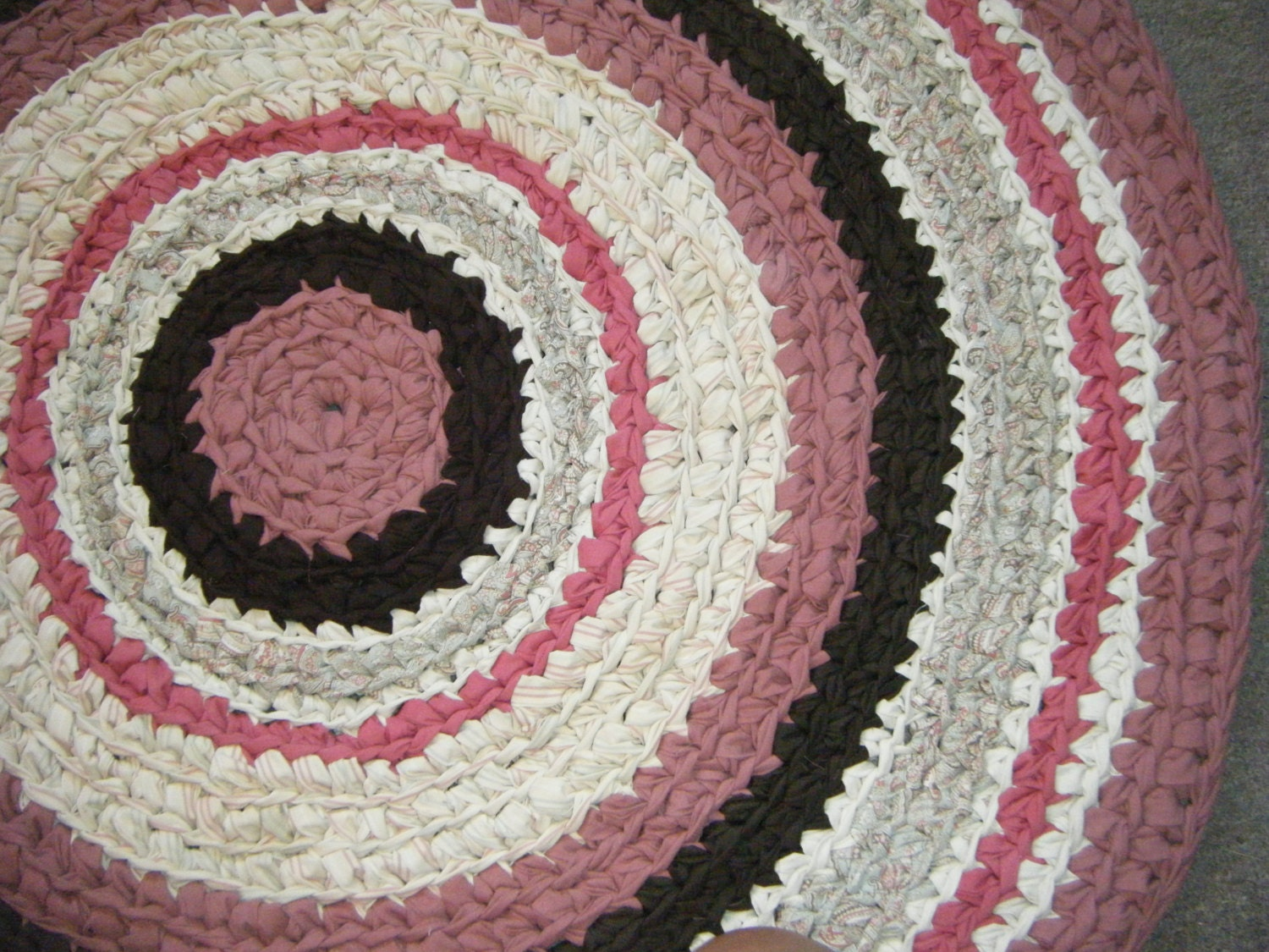 rose pink and brown 3 feet round area rug for etsy. Black Bedroom Furniture Sets. Home Design Ideas
