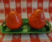 """VINTAGE Salt & Pepper Shakers 1940s or 50s - Pair of red ceramic Srawberries on a Green Tray. cork stoppers, Made In """"Japan"""""""