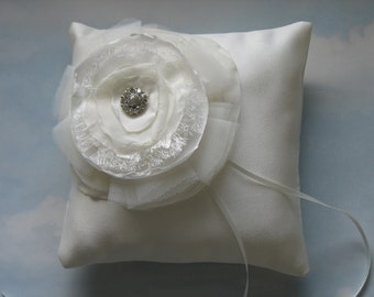 Ring cushion. Ivory ring bearer pillow.