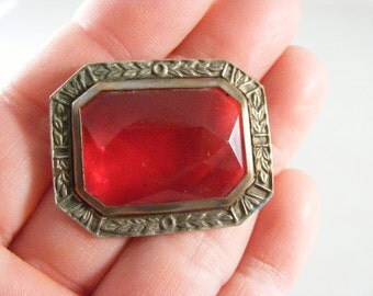 Antique Victorian Red Glass Brooch Pin.....  Lot 4102