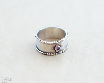Vintage Sterling Silver Band Ring - with Amethyst stone - British ring