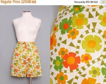 SALE 1960s Floral High Rise Shorts / Vintage 60s High Waisted Shorts / Small
