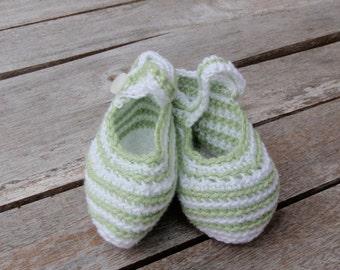Baby booties crocheted