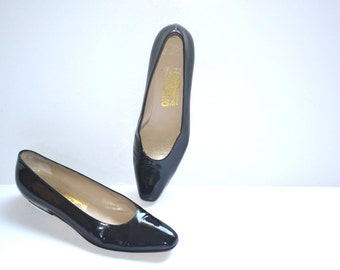 Vintage  Salvatore Ferragamo Florence black patent leather shoes size 8AA made in Italy casual women shoes comfort curves.