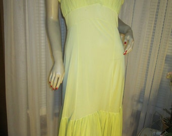 1950's Ladies Yellow Nylon Pleated FISHTAIL SLIP by Rogers Run-Proof