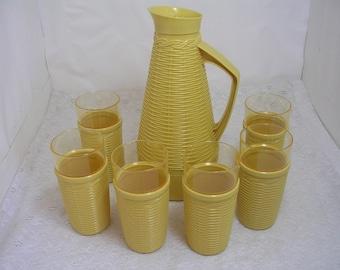 Vintage Dapol Plastic Gold/Yellow Basket Weave Beverage Server Pitcher & 6 Tumblers