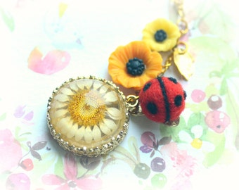 Ladybug jewelry, needle felted ladybug with daisy necklace, handmade ladybug with resin flower, whimsical jewelry, gift under 20