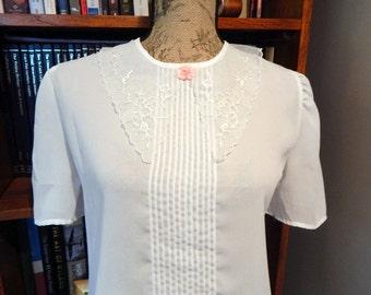 Vintage White Blouse Short SLeeve Lace Collar Romantic Blouse Women's Medium