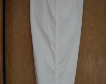 vintage womens cream colored  'DKNY'   (Donna Karan)  clam diggers/capris/pedal pushers  -  size 3X . . .  like new condition . . . designer