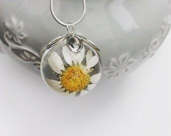 Resin daisy pendant