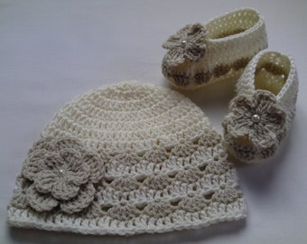 Crochet Baby Hat and Baby Booties beanie gift flowers baby shower photo prop