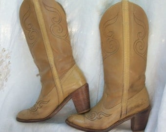 Vintage Dingo Leather Boots ~ 1970's era Cowboy/Cowgirl ~ Light Brown with Stacked Heel ~ Size 6 M