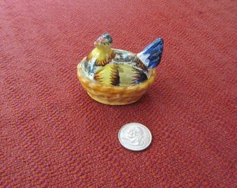 Vintage Hen in Basket Shaker Made in Italy Two holes Hand Painted Very Colorful