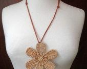 Light necklace weaved flower no metal