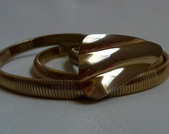 Vintage Gold Tone Metal Coil Stretch Belt With Gold Tone Buckle 1970S